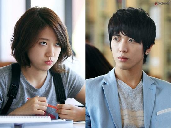 Actor Jung Yong Hwa afirma que Park Shin Hye no tiene cerebro y que se encuentra con un compañero de su banda